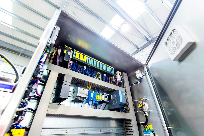 Diseñamos e instalamos cuadros eléctricos de control, automatismos y cuadros de cogeneración para generar electricidad con la energía sobrante de tu empresa